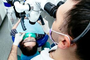 二次虫歯を防ぐマイクロスコープ(手術用顕微鏡)