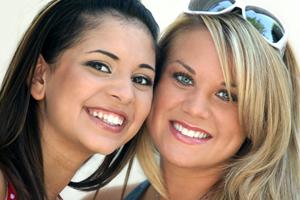 歯の色は人種によって違う?