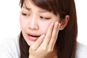 虫歯の成人女性